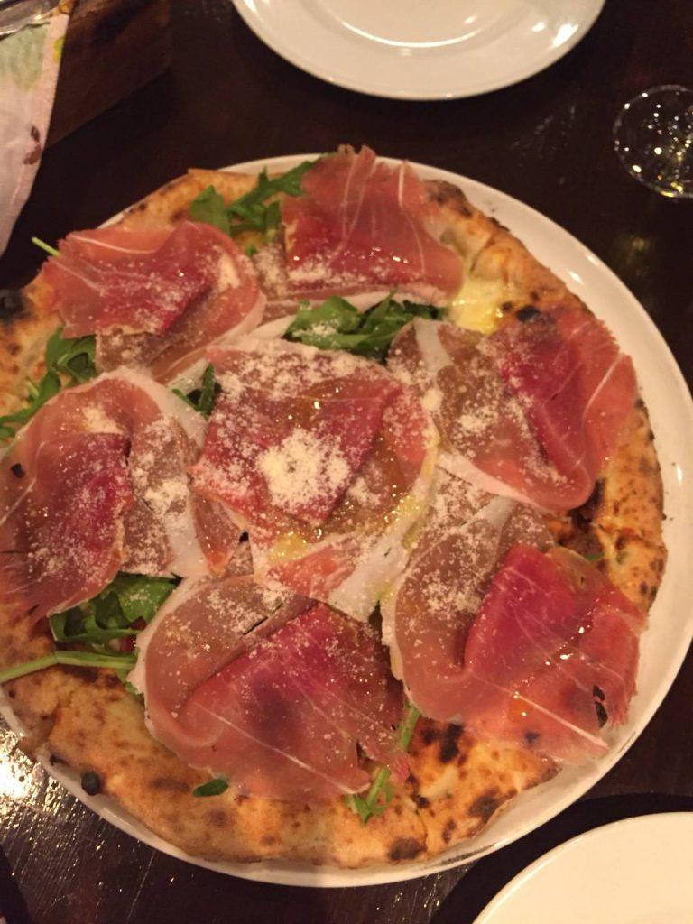 このピザは絶品