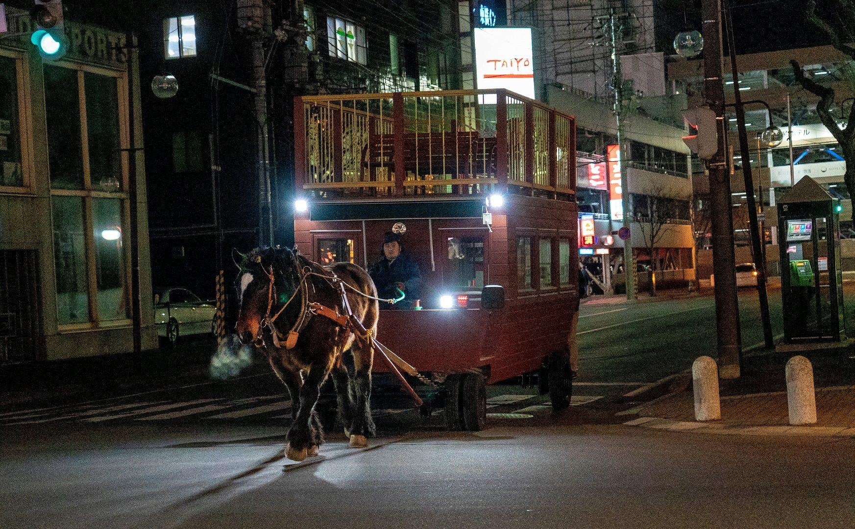 帯広の街中を大きな馬が闊歩する! 馬車BARが新たな観光の目玉に