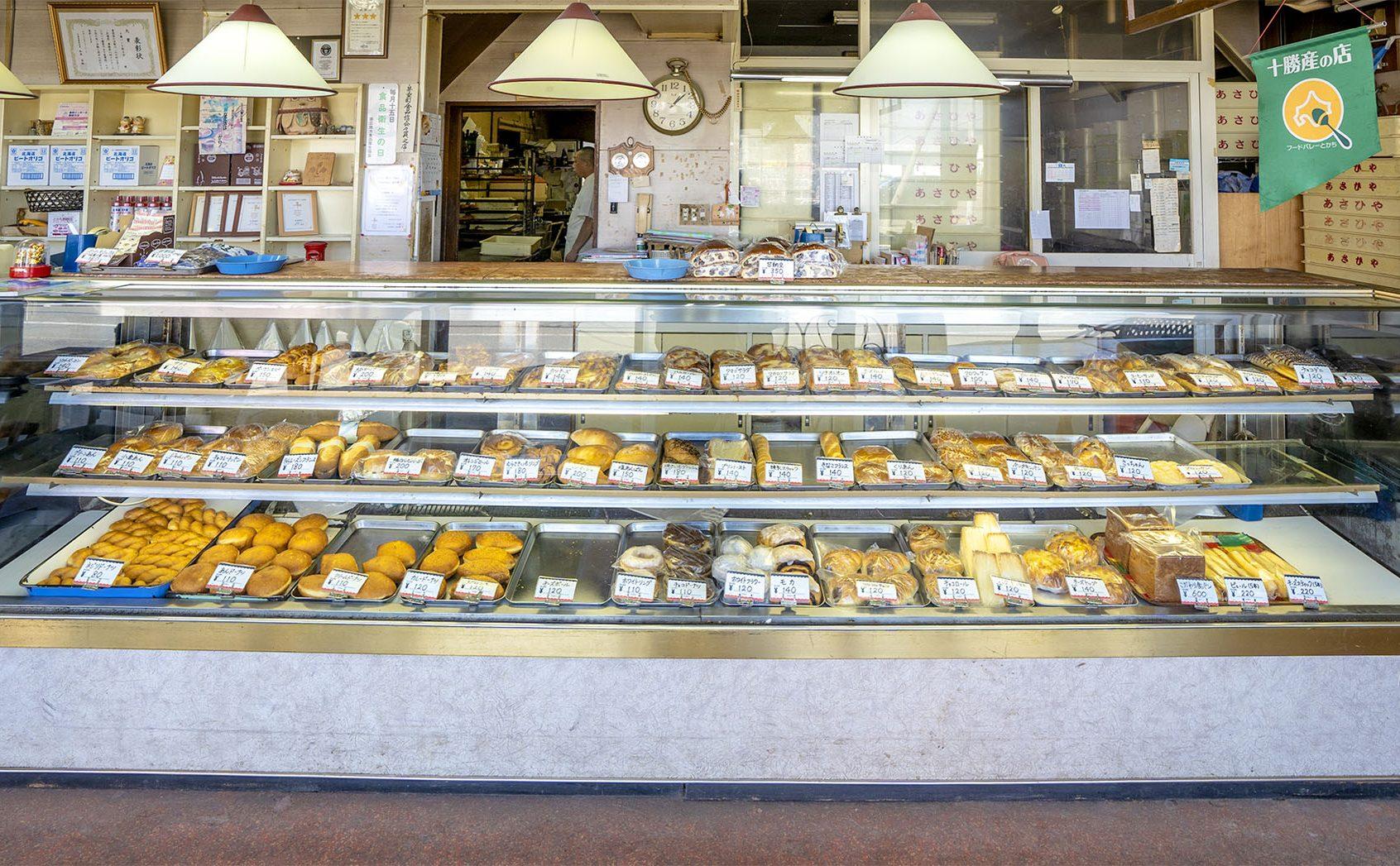 今も昔も愛される旭屋商店は、十勝でいちばん古いパン屋さん
