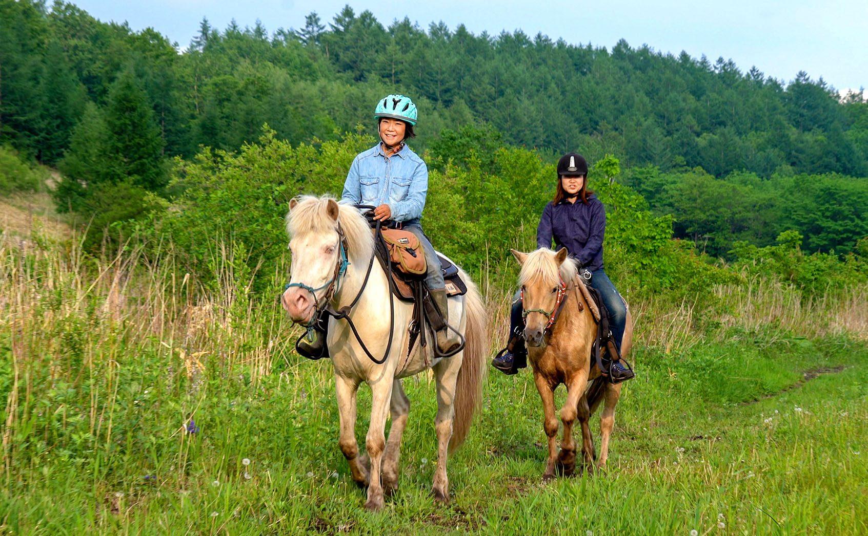人懐っこいどさんこに魅了される!「D-base」で乗馬体験