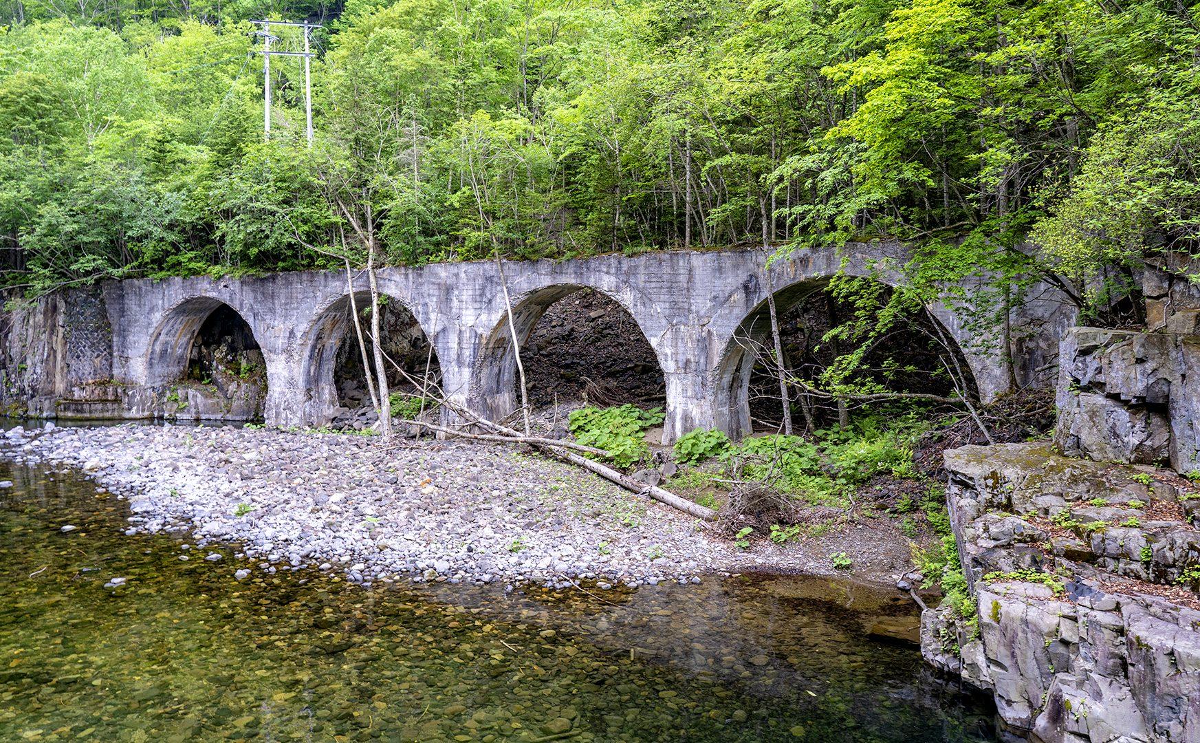 旧国鉄士幌線が残した14のコンクリートアーチ橋群を巡る旅